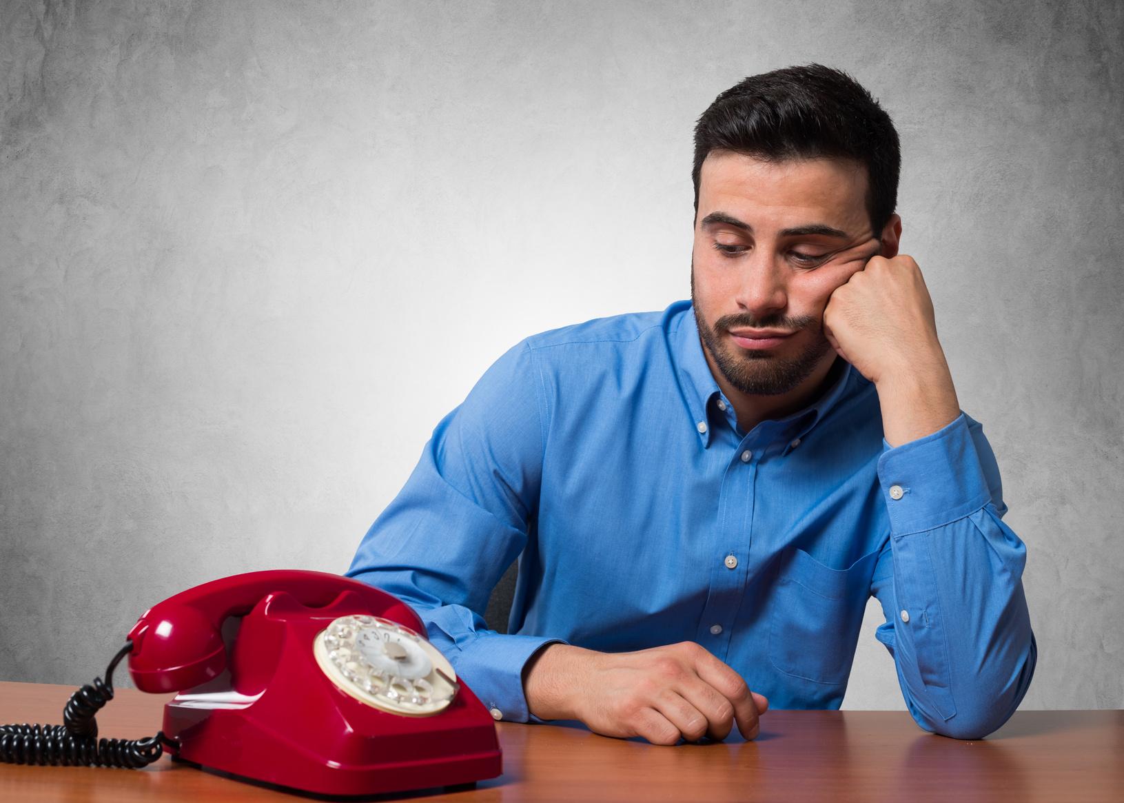 чашу картинка мужчина ждет телефонный звонок дерева